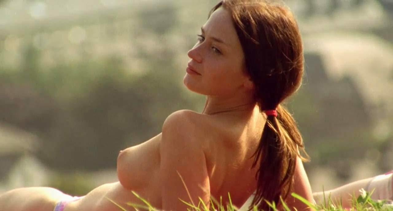 emily-blunt-topless-5